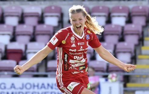 Nina Jakobsson och Piteå segerjublar gärna mot Rosengård. FOTO  K-G Z  Fougstedt Bildbyrån a006e1ffddbf0