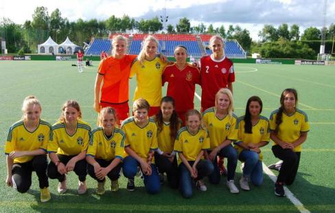 Tyresö FFs bollflickor vid söndagens EM-final på Friends Arena. 4b9b7bdf3583e