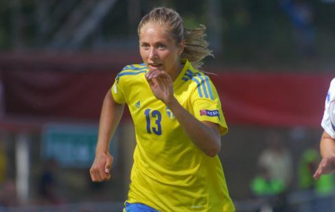 När landslaget har släppt helt fritt bland spelarna för intervjuer har få  frågor till Umeåspelaren. Men inget läge är bättre än nu att prata med  Emmelie ... 86d8d0f6f3c22