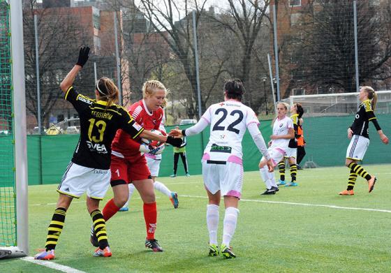 AIKs Madeleine Tegström försöker. FOTO: Anders Henrikson